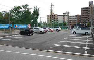 大型駐車場の写真
